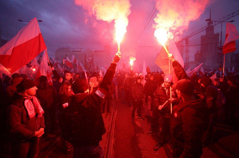 Foto: Manifestantes durante una marcha organizada por grupos de ultraderecha en Varsovia, Polonia. (Reuters)