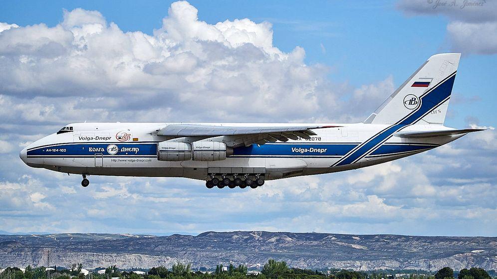 Foto: El Antonov 124 que aterrizó este lunes en Valencia desde Shanzhen con escala en Moscú y Krasnoyarsk.