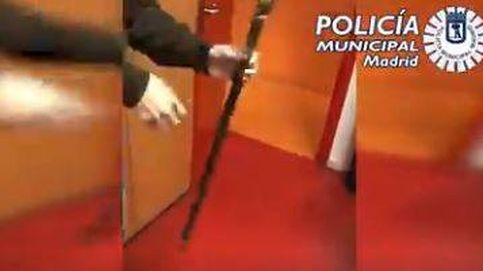 Dos detenidos por vender en 'apps' bastones con puñales ocultos