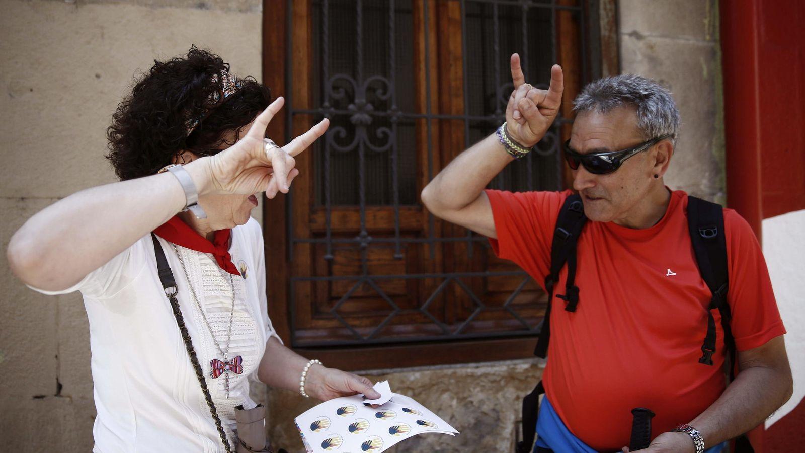 Foto: La Asociacion de Personas Sordas de Navarra celebra el Día Nacional de las Lenguas de Signos en 2015 (EFE)