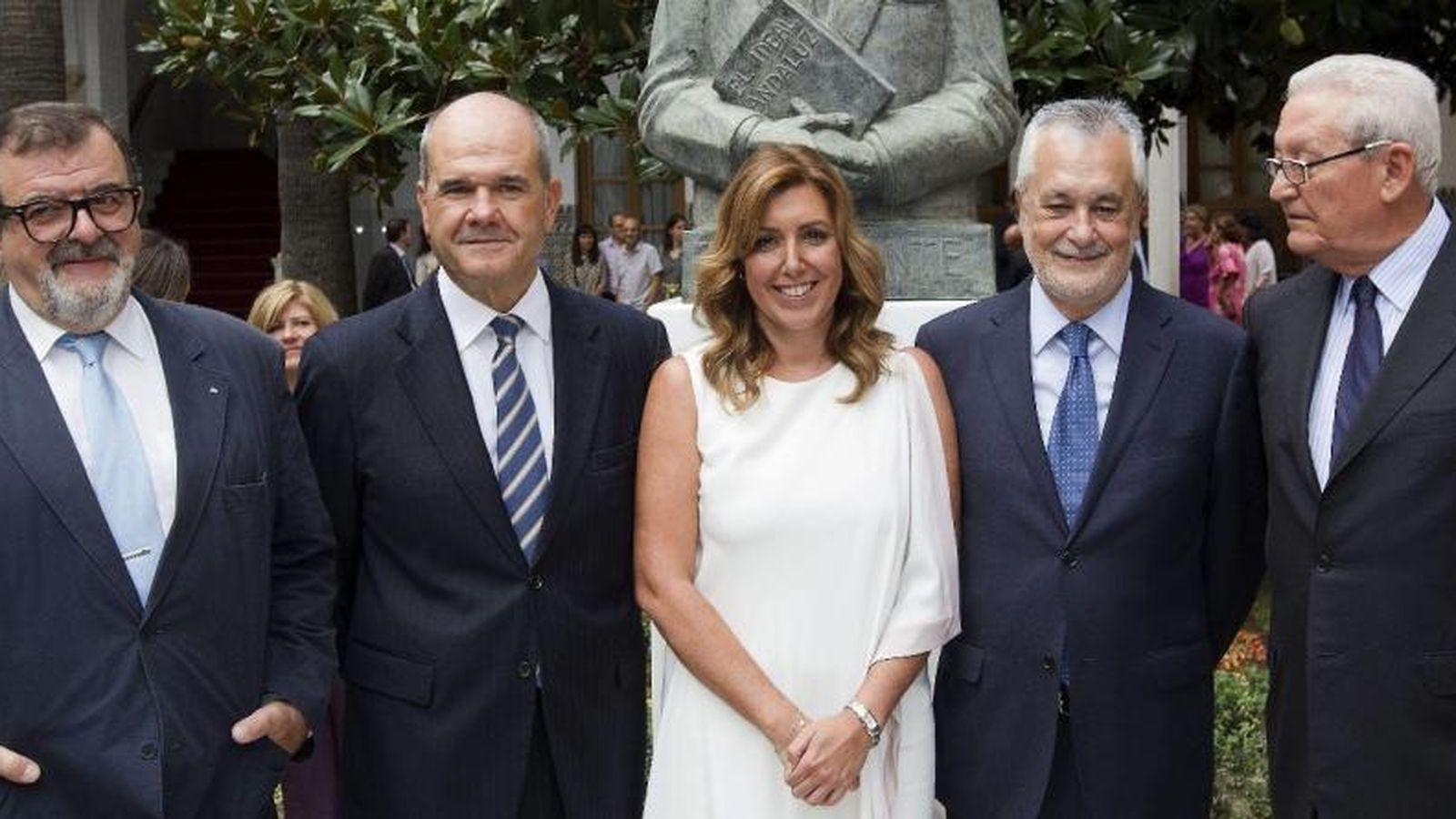 Foto: Susana Díaz (c), con Antonio Griñán (2d) y Manuel Chaves. (EFE)