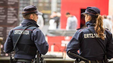 Tres detenidos por lanzar botellas a la Ertzaintza tras desalojar a cientos de personas en Plentzia