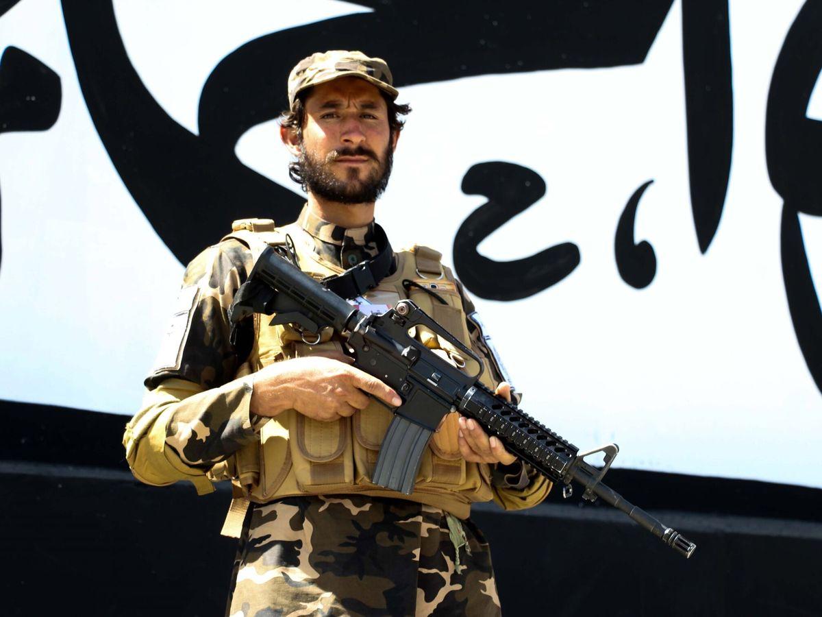 Foto: Un talibán en Kabul. (EFE)