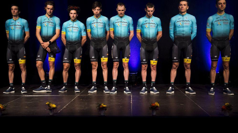 Foto: El homenaje de Astana a su compañero Scarponi. (EFE)