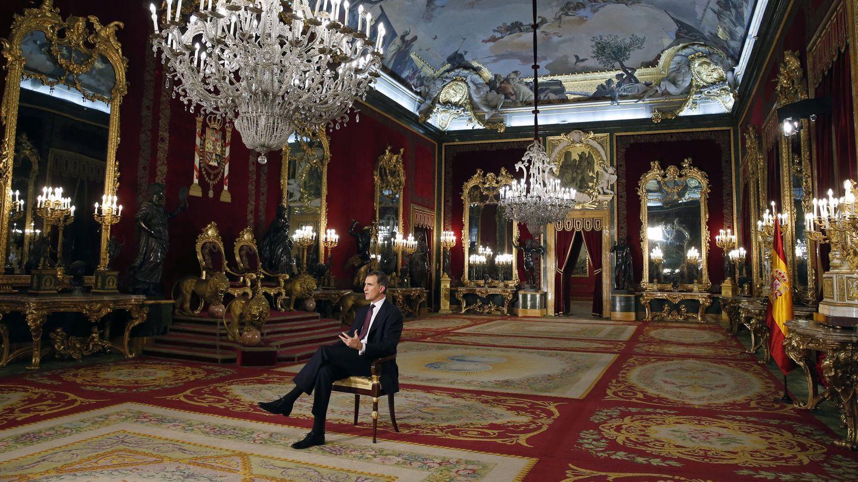 El Rey, dando su discurso en el Palacio Real. (EFE)