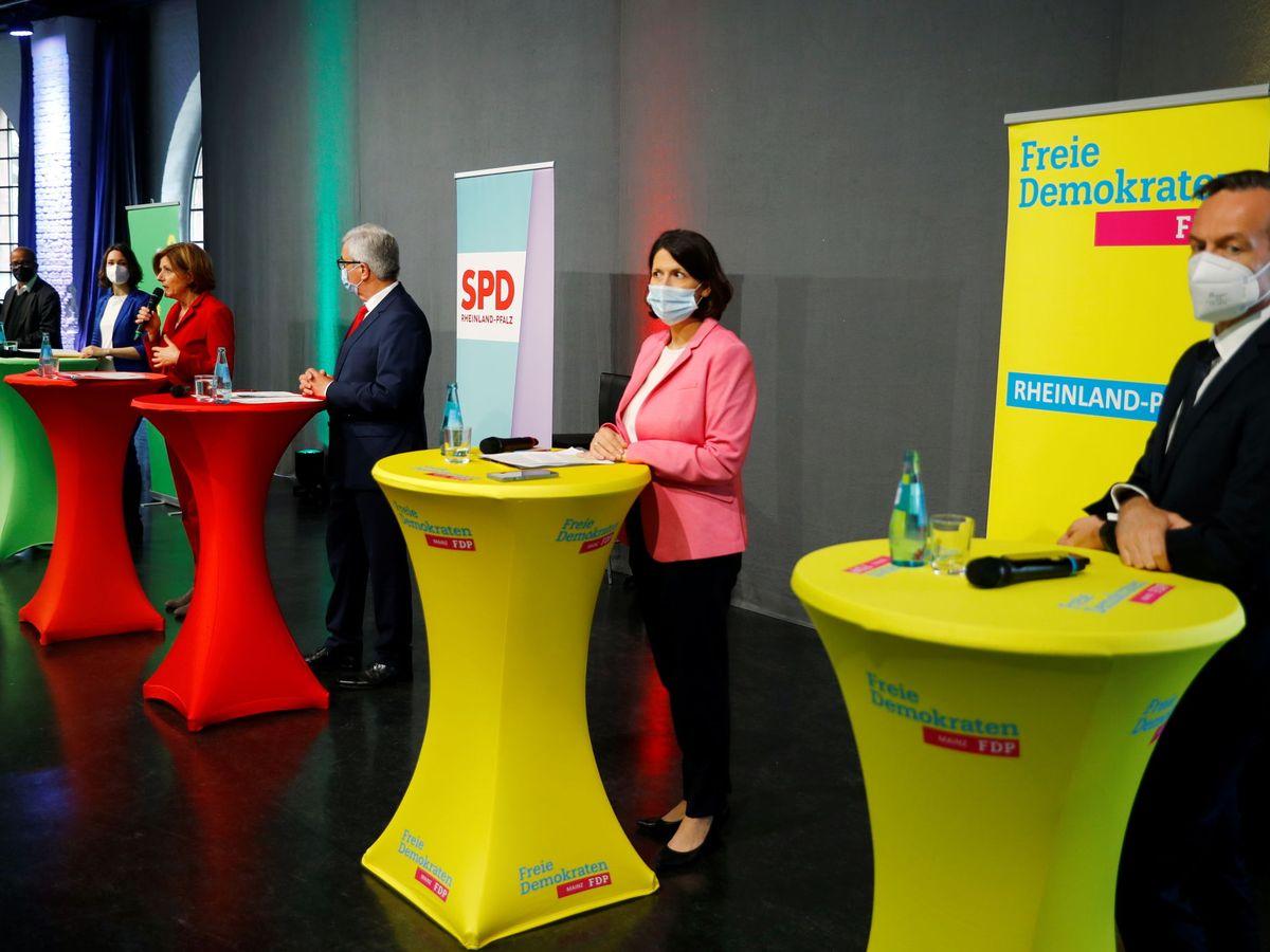 Foto: Conferencia de prensa durante los diálogos de coalición en Renania-Palatinado. (Reuters)