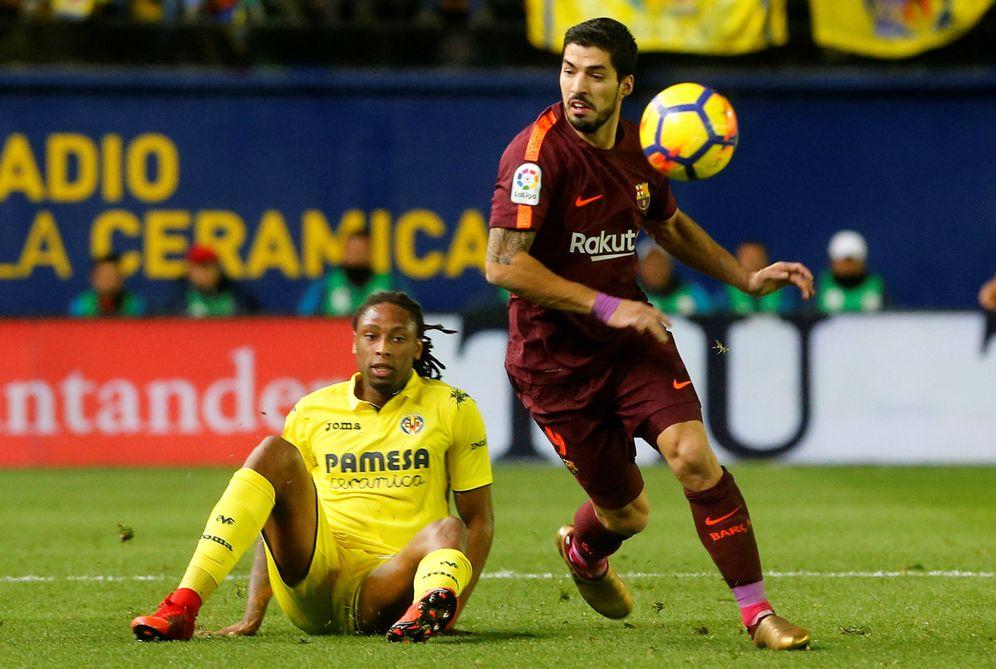 Foto: Semedo, en el suelo ante Luis Suárez, durante el Villarreal-Barcelona de Liga. (Reuters)
