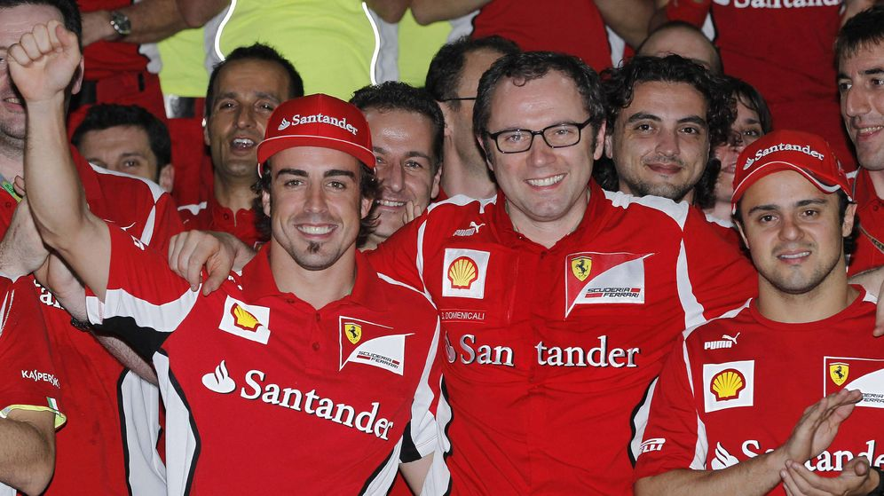 Foto: Stefano Domenicali junto a Fernando Alonso y Felipe Massa en el GP de Malasia de 2010. (EFE)