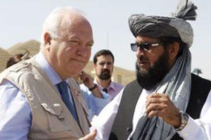 Moratinos visita por sorpresa a las tropas españoles en Afganistán