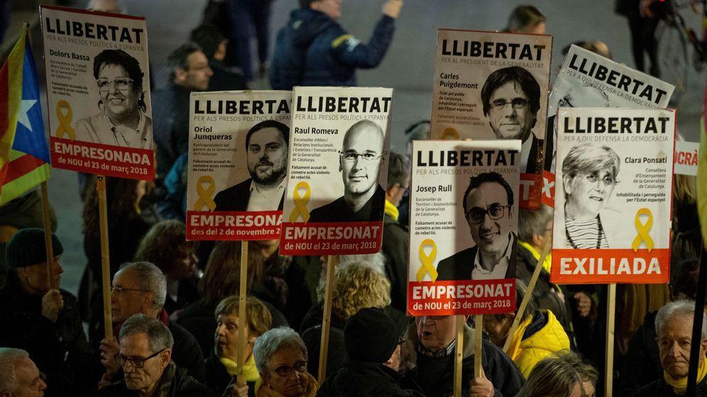 Foto: Concentración en apoyo a los presos independentistas en Barcelona. (EFE)