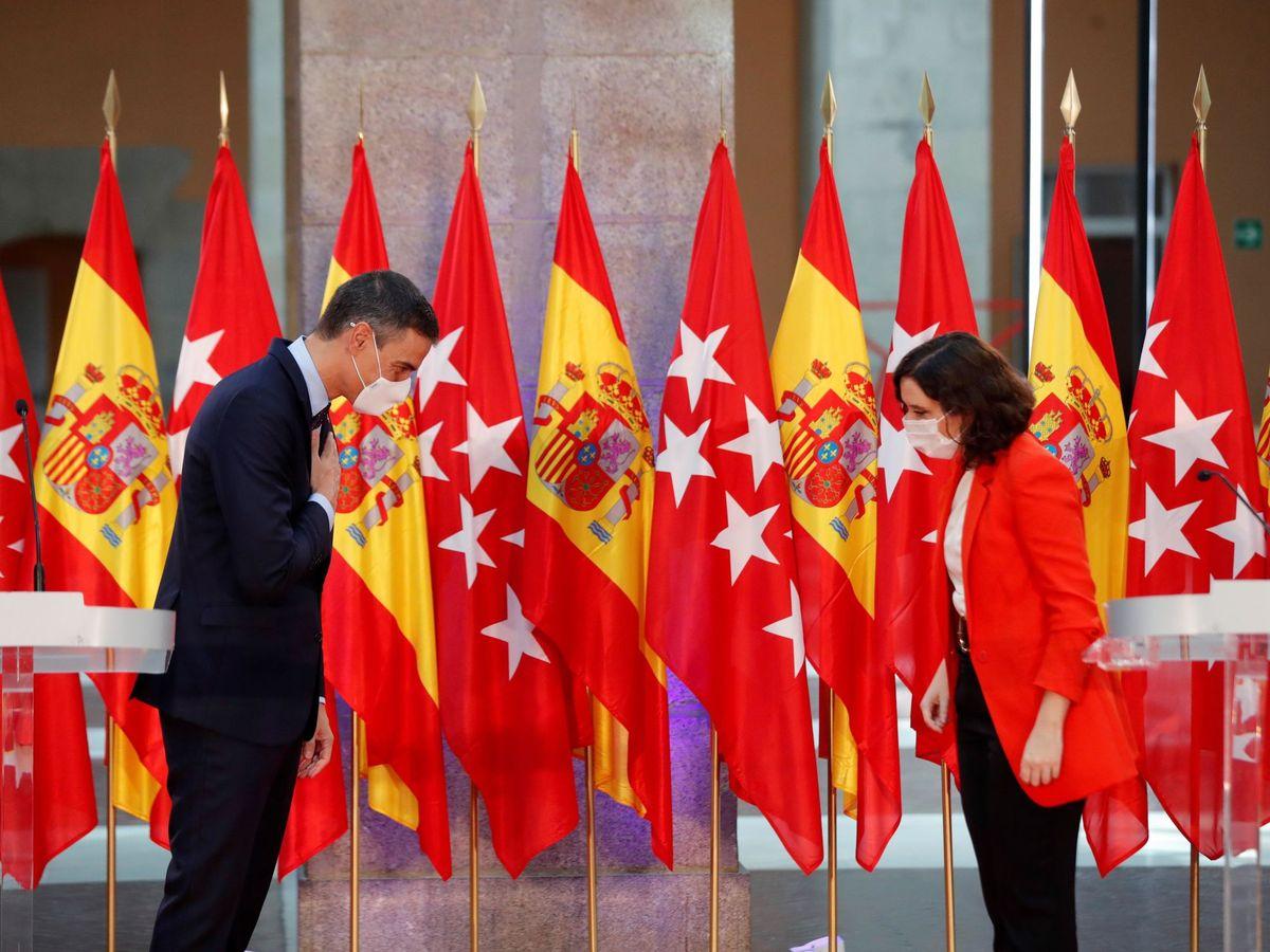 Foto: La presidenta de la Comunidad de Madrid, Isabel Díaz Ayuso, con el presidente del Gobierno, Pedro Sánchez. (EFE)