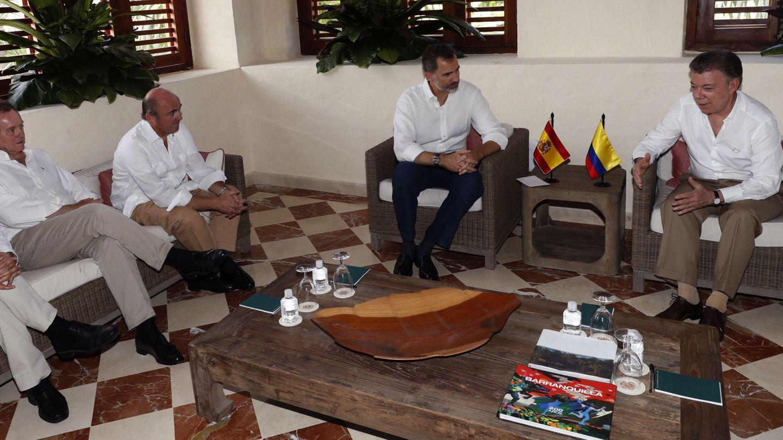 Alfonsín, con el Rey en un viaje a Colombia. (EFE)
