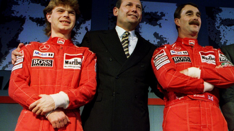 Ron Dennis, en el centro de la imagen, durante la presentación de McLaren en 1995