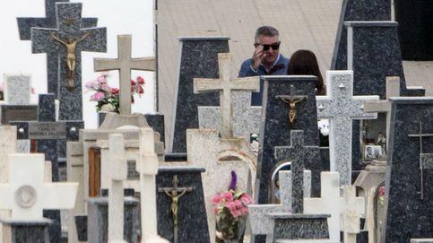 Roca visita las tumbas de sus padres