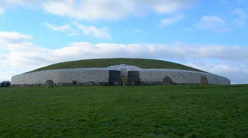 Newgrange, la 'pirámide' perdida hace 4.000 años y que aún no se sabe quién la levantó