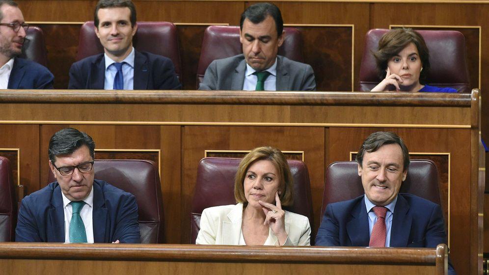 Foto: Santamaría y Cospedal este martes en el Congreso de los Diputados. (EFE)