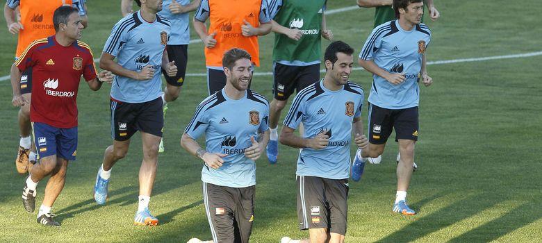Foto: Varios futbolistas, durante un entrenamiento de la Selección Española