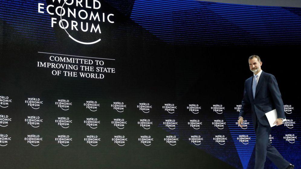 Foto: Felipe VI, en el Foro Económico Mundial de 2018, donde animó a los asistentes a invertir en España. (EFE)