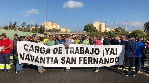 Empleados de Navantia cortan la A-4 para que se cumpla el contrato de las corbetas