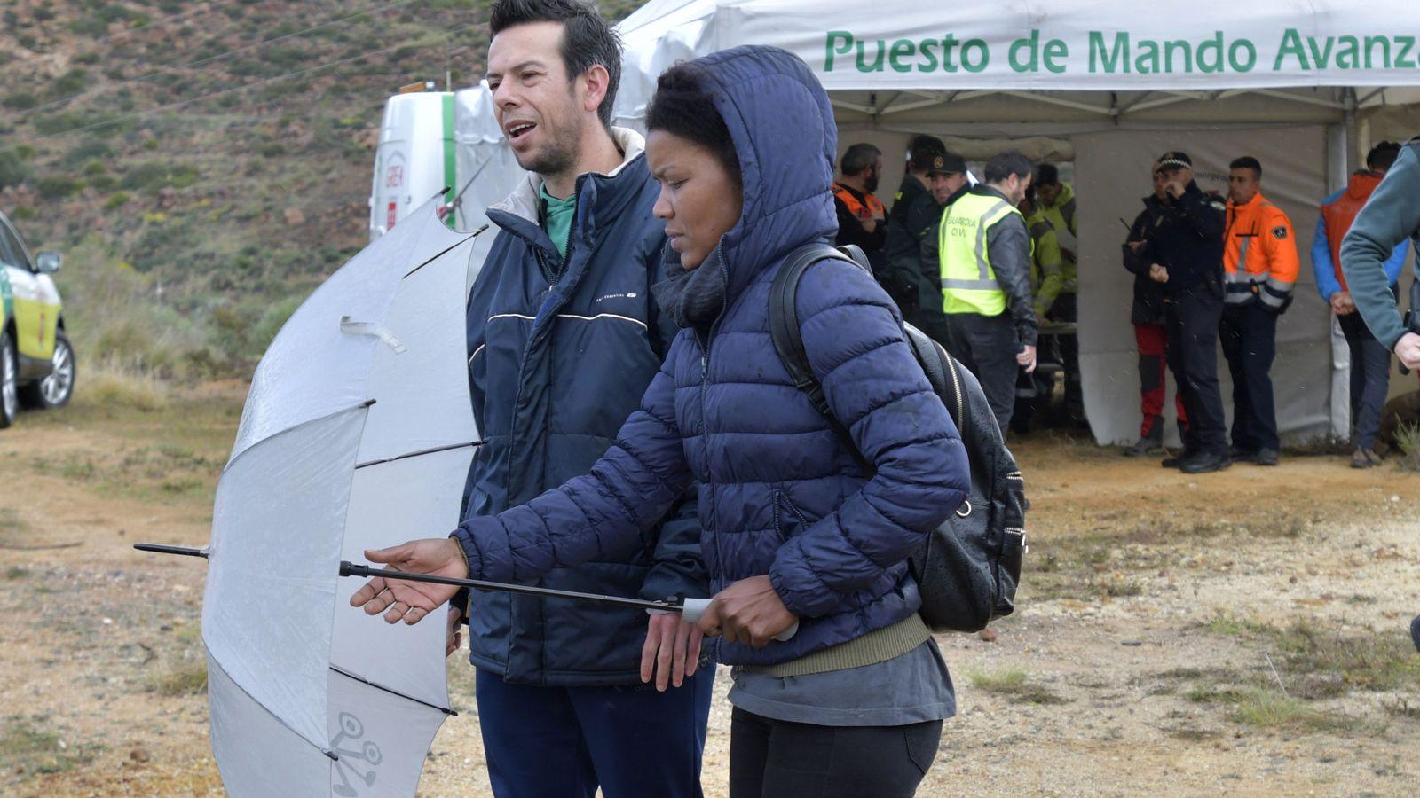 Foto: ngel Cruz, padre deGabriel, y Ana Julia Quezada, durante el segundo día de busqueda del pequeño Gabriel. (EFE)