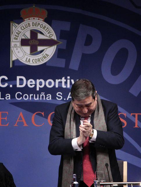 Foto: Lendoiro se despide del Deportivo en la Junta (Efe).