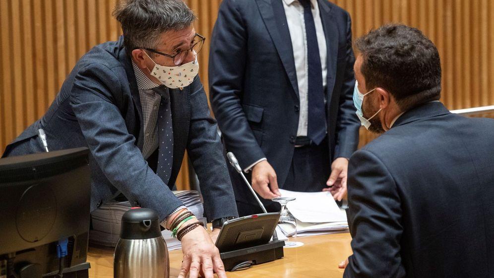 Foto: El diputado socialista y presidente de la comisión, Patxi López (i), y el diputado de Ciudadanos Miguel Gutiérrez. (EFE)