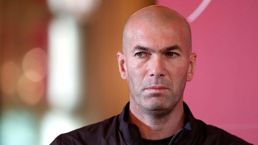 Foto: Zinédine Zidane, serio y pensativo, ya anuncia que su regreso a los banquillos es inminente. (Reuters)
