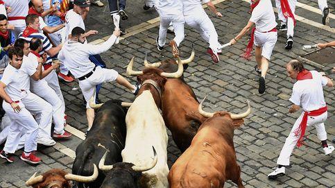 El séptimo encierro de San Fermín deja dos heridos por asta de toro