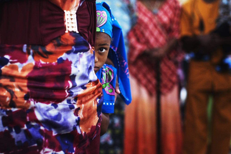 Una niña de la comunidad hebrea africana durante la celebración de la fiesta de Shavuot, en Dimona, Israel (Reuters).