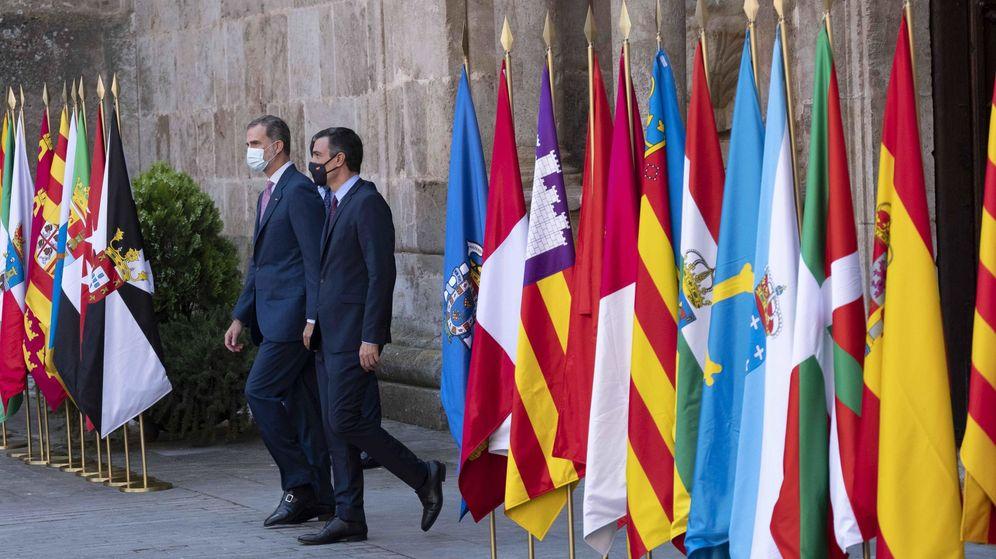 Foto: Felipe VI y Pedro Sánchez, al comienzo de la Conferencia de Presidentes de Yuso (EFE)entes