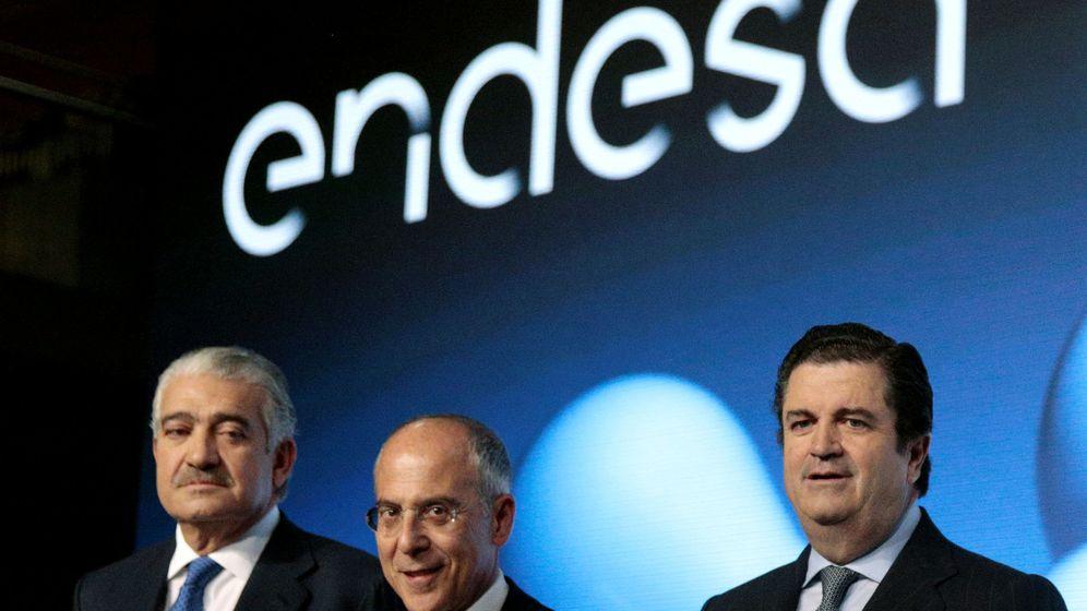 Foto: José Bogás, CEO de Endesa, Franceso Starace, CEO de Enel, y Borja Prado, presidente de Endesa. (Reuters)