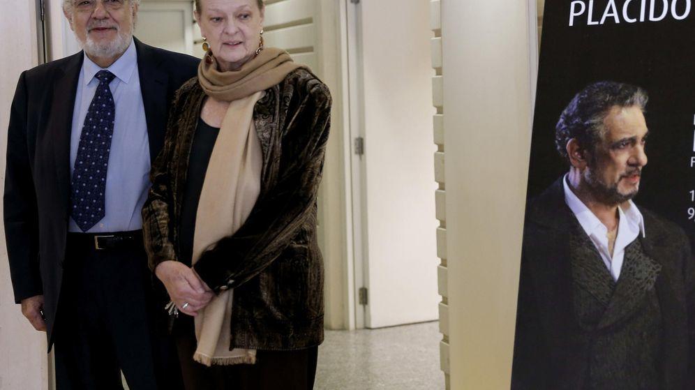 Foto: Helga Schmidt, con Plácido Domingo en una imagen de archivo. (EFE)