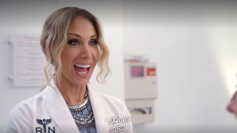 La enfermera Jamie, en consulta en 'Cambio de piel'. (Netflix)