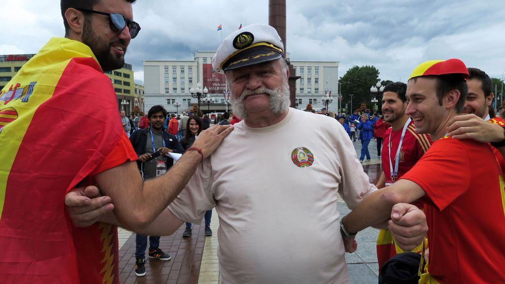 Foto: Aficionados españoles en Kaliningrado antes del España-Marruecos. (EFE)