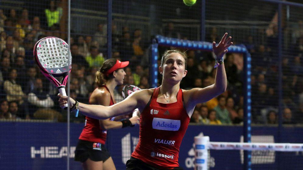 Foto: Marta Ortega (en primer plano) y Marta Marrero inauguraron la temporada con victoria. (EFE)