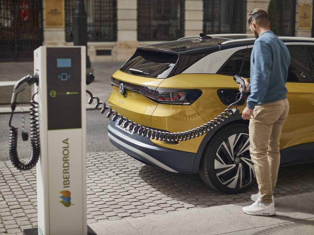 Foto: De nada sirve usar un coche eléctrico si la electricidad necesaria para moverse se produce quemando carbón.
