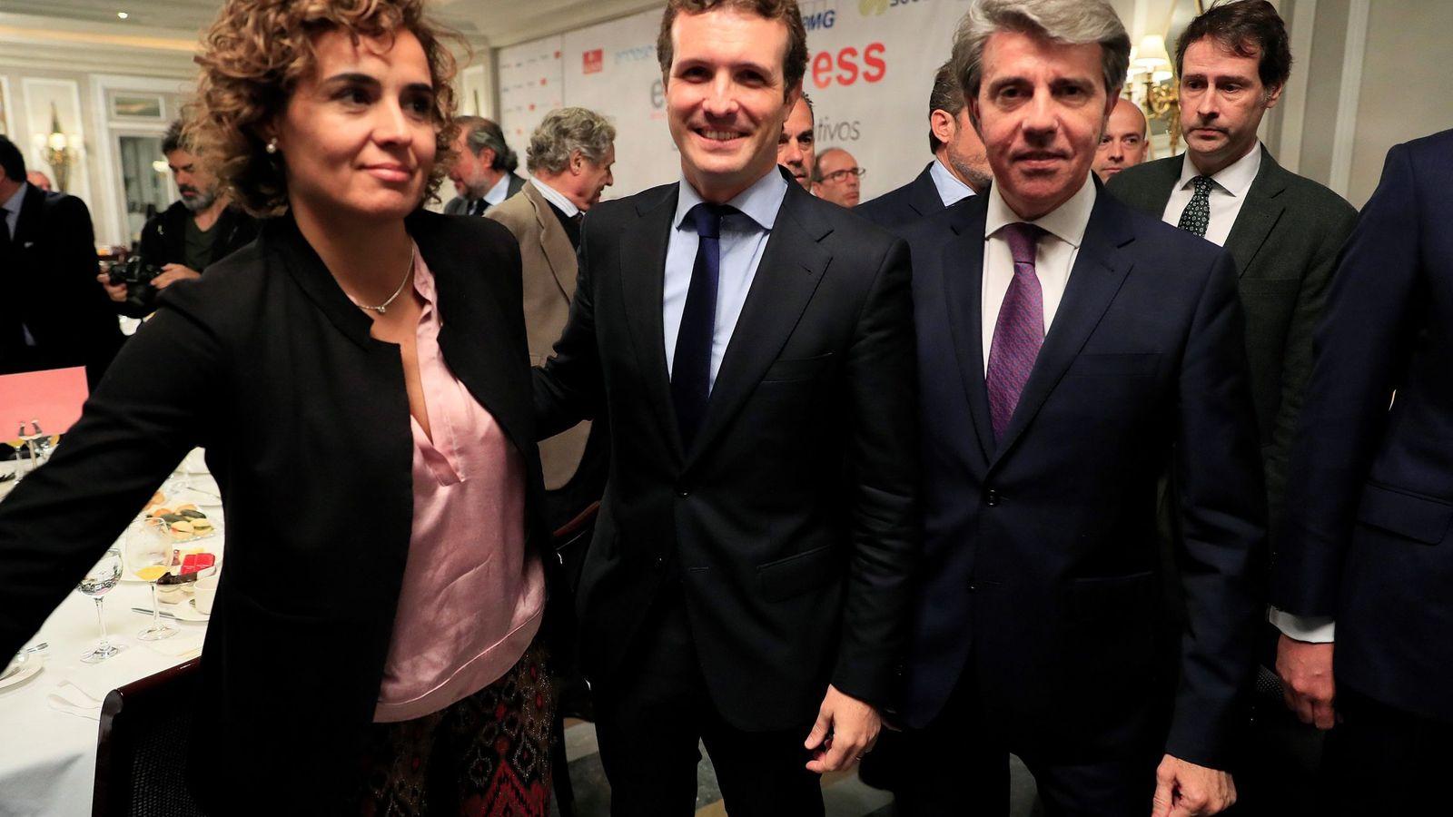 Foto: La exportavoz del PP en el Congreso Dolors Montserrat (i), el presidente del PP, Pablo Casado, y el expresidente de la Comunidad de Madrid Ángel Garrido. (EFE)