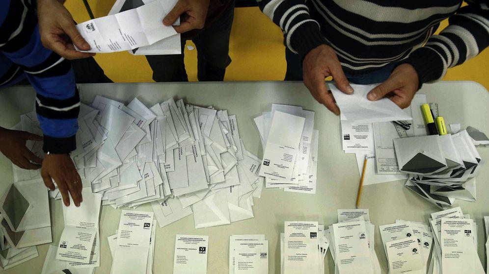 Foto: Recuento de votos de una mesa electoral durante las elecciones del 26 de junio de 2016. (EFE)