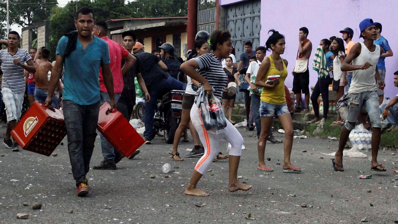 Maduro recula tras las protestas y prorroga la circulación de los billetes de 100 bolívares