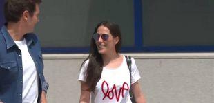 Post de La camisa de Rivera, la camiseta de Malú: los estudiados looks de su primer posado juntos
