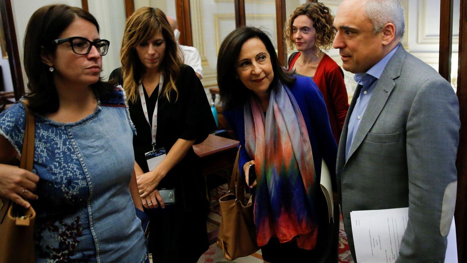 Foto: Margarita Robles, Adriana Lastra, Meritxell Batet y Rafa Simancas, a su llegada a la Junta de Portavoces de este 3 de octubre. (EFE)