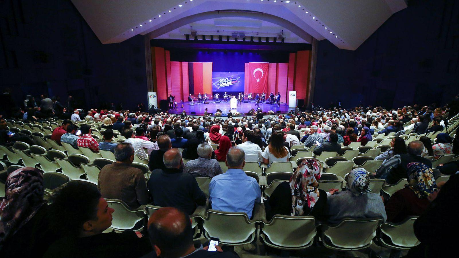 Foto: Vista general de un discurso del ministro de Economía turco, Nihat Zeybekci, en Leverkusen, Alemania. (Reuters)