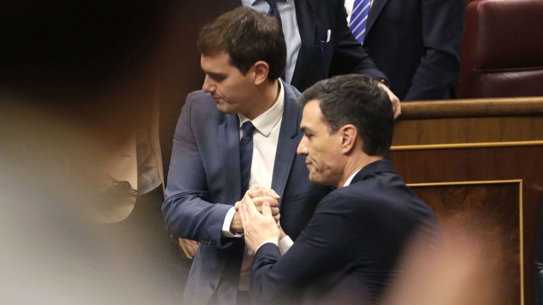 Albert Rivera y Pedro Sánchez en el Congreso de los Diputados. (EFE)