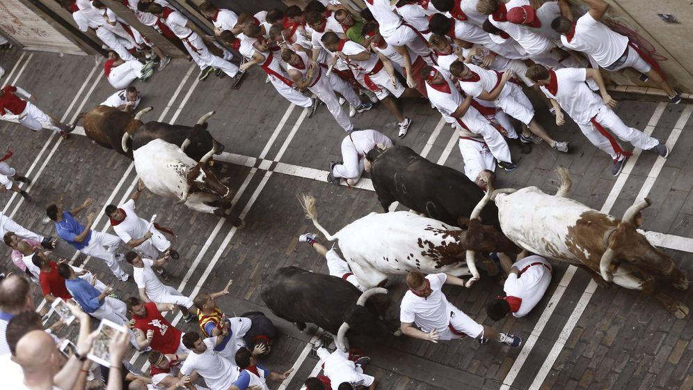 Foto: Los toros de Jandilla protagonizan un primer encierro rápido pero muy accidentado