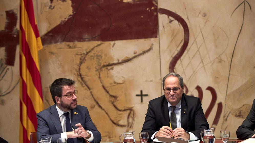 Foto: El presidente de la Generalitat, Quim Torra (d), junto al vicepresidente del Govern y 'conseller' de Economía, Pere Aragonès. (EFE)