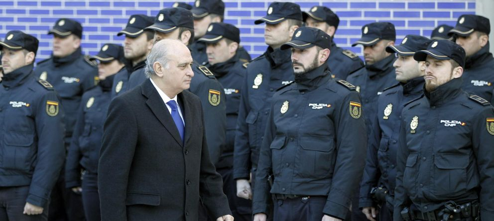 Interior pondr un nuevo jefe a los agentes de g rtel y for Ministro de la policia nacional
