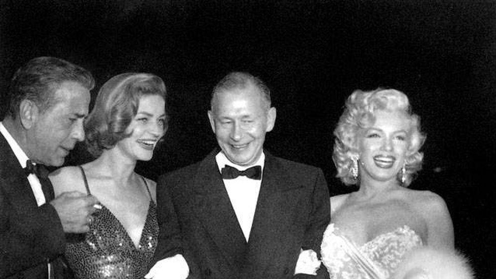 Foto: Humphrey Bogart, Lauren Bacall, Nunnally Johnson y Marilyn Monroe en la premiere de 'Cómo casarse con un millonario'.