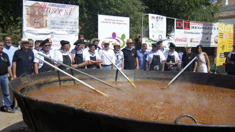 Un pueblo bate el récord Guinness del pisto más grande del mundo