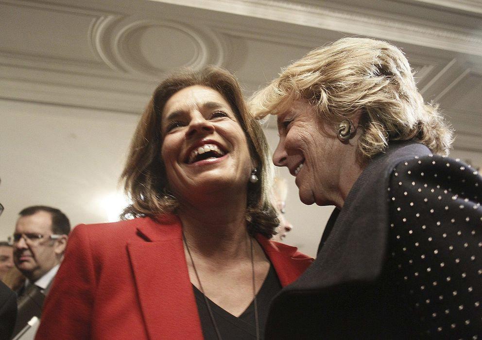 Foto: La presidenta del PP de Madrid, Esperanza Aguirre (d), conversa con la alcaldesa de la capital, Ana Botella. (EFE)