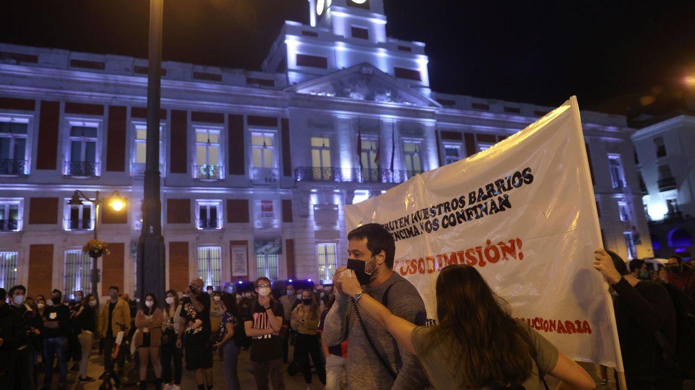 Centenares de personas piden en Sol la dimisión de Ayuso por las nuevas medidas